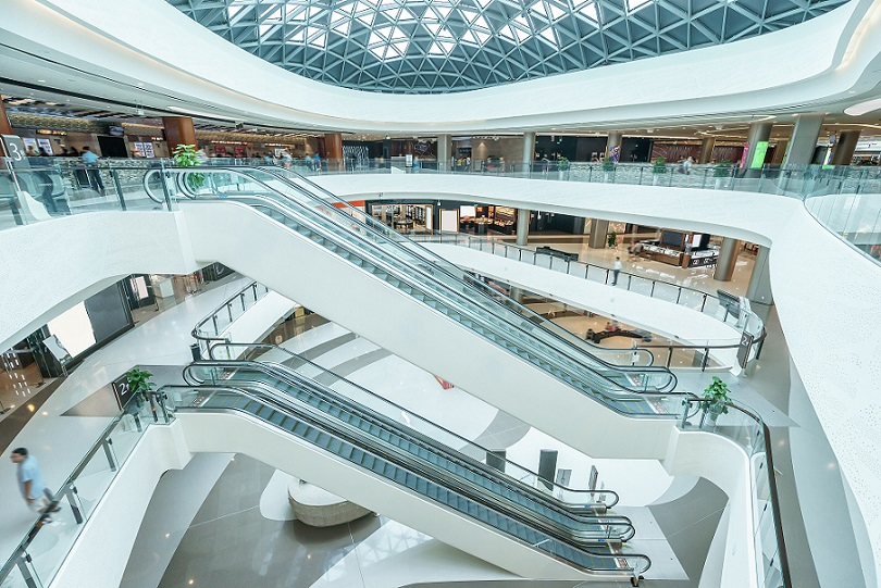 Shopping centre with no people, affecting commercial lease tenants